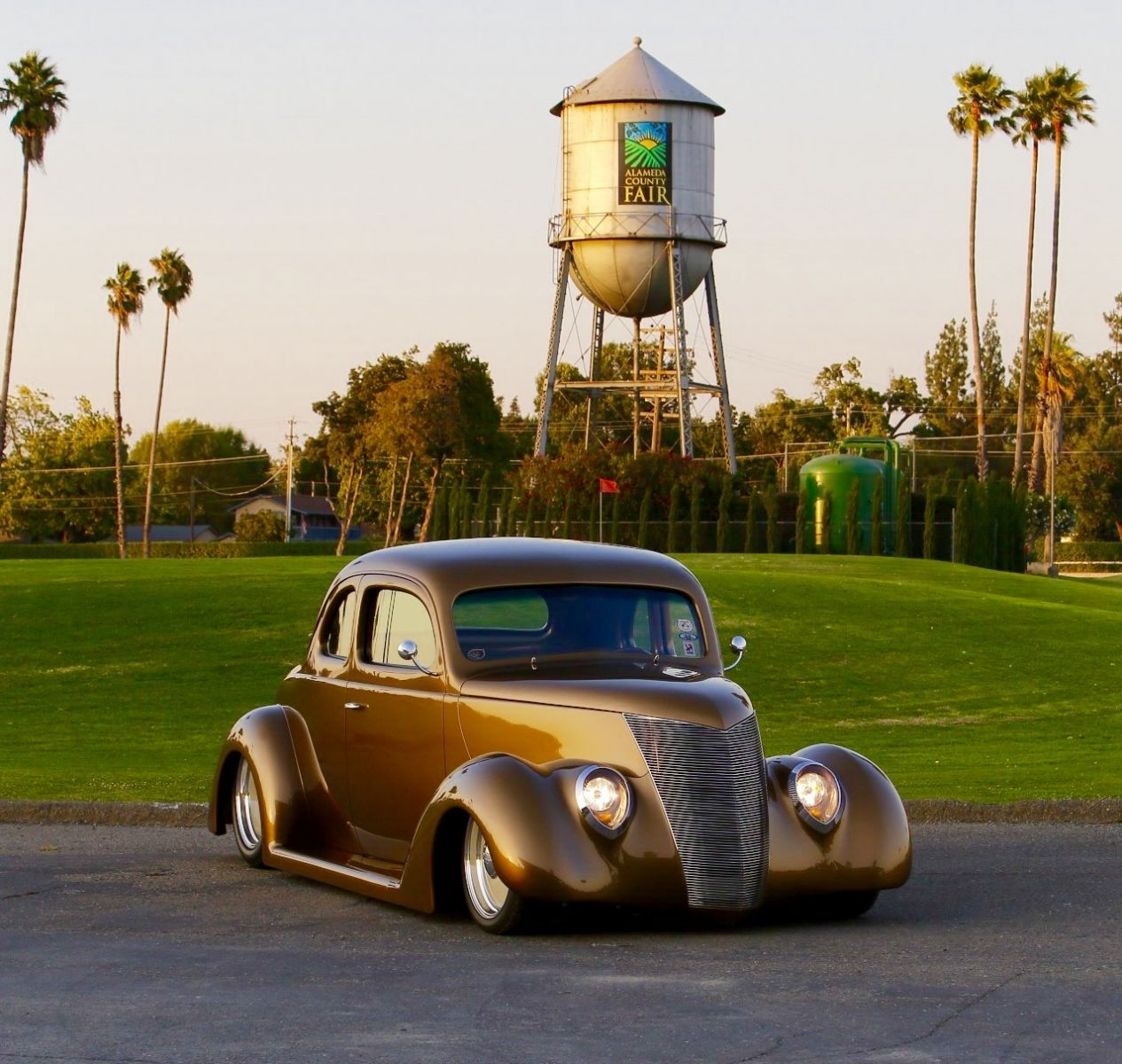 Dan Wathor S 1937 Ford Wins Most Beautiful Street Rod
