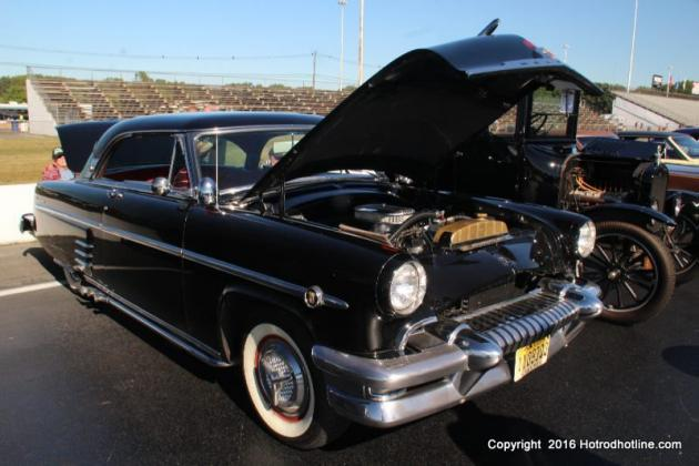 online swap meet car parts Define swap meet: a gathering for the sale or barter of usually secondhand objects an indoor car show a used auto parts swap meet and a cars-for-sale area various online news sources to reflect current usage of the word 'swap meet.